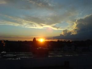 Sonnenuntergang über den Dächern Hamburgs